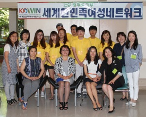 Group Photo with a Speaker, Staffs and Volunteers of KOWIN Vancouver