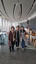 박물관에서 현화신 오타와 고문님, 장남숙, 이수진 (좌로부터)